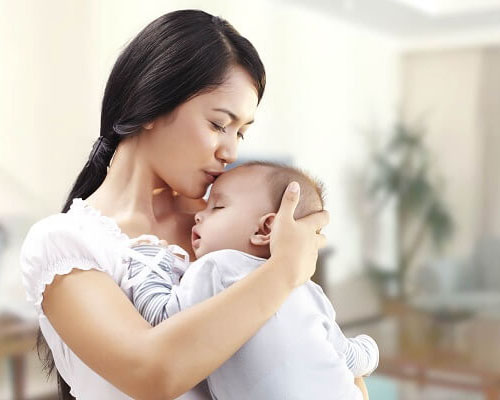 Cha mẹ cần bỏ ngay 9 quan niệm sai lầm trong chăm sóc trẻ sơ sinh dưới đây