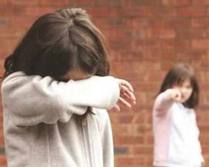 Khi con bị bắt nạt, con sẽ càng trở nên yếu đuối nếu cha mẹ nói 3 từ này