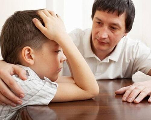 Khi thấy trẻ có 4 biểu hiện dưới đây cha mẹ cần chấn chỉnh lại bản thân ngay khi đã làm hư con