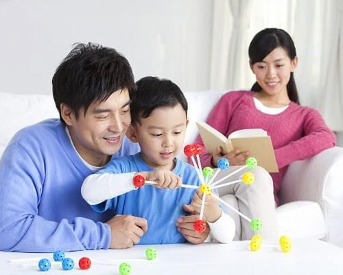 Mẹ Việt học được gì trong cách nuôi con của người Nhật để dạy trẻ tư duy tốt