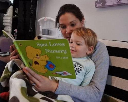 Tuyệt chiêu giúp con ham đọc sách của bố mẹ Mỹ