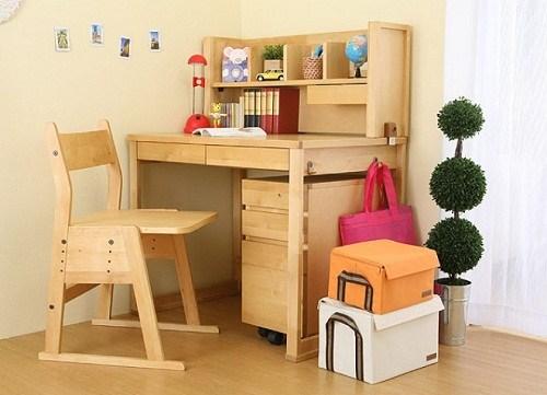 Ưu điểm của bàn học trẻ em bằng gỗ so với chất liệu khác