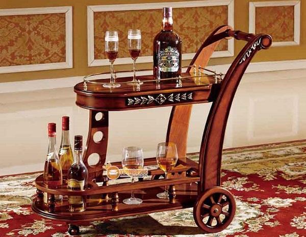 Nên mua xe đẩy rượu bằng gỗ tự nhiên hay gỗ công nghiệp?